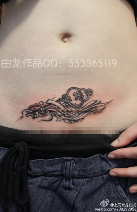 女生剖腹产纹身遮盖
